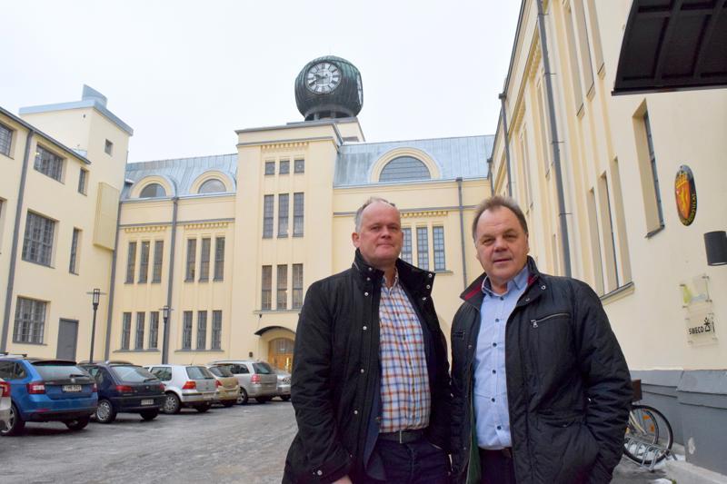 Owe Sjölund 29työskentelee 29vanhastaan Swecossa ja Michael Jungell 29tuli tiimiin Avecon-kaupan myötä. 29Pietarsaaren vanhan 29tupakkatehtaan muuttaminen uusiin käyttötarkoituksiin 29on vahvasti miesten käsialaa.
