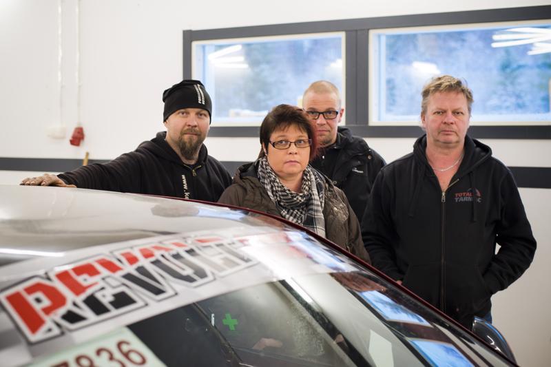 Jarmo Hosionaho (vas.), Mervi Pyöriä, Mikko Salmela ja Hemppa Hosionaho ovat kaikki uuden Revolt Racing Teamin hallituksen jäseniä.