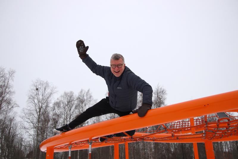 Hannu Ilmolahti on ollut ideoimassa Mummojen ja mukuloiden liikuntapäivää hiihtolomaviikolle.