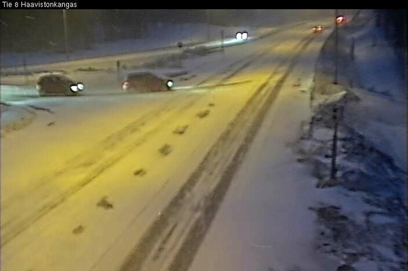 Kelikameran kuvaa valtatie kahdeksan ja Kajaanintien risteyksestä keskiviikkoaamuna.