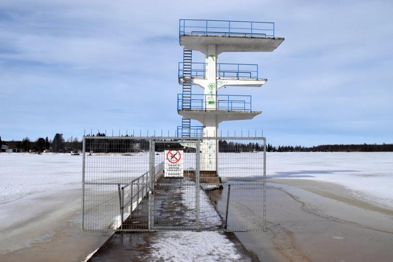 Kittholman uimahyppytornin alennustilan vuodet alkavat olla ohi. Vanhan sataman maamerkki korjataan käyttökuntoon kesällä.