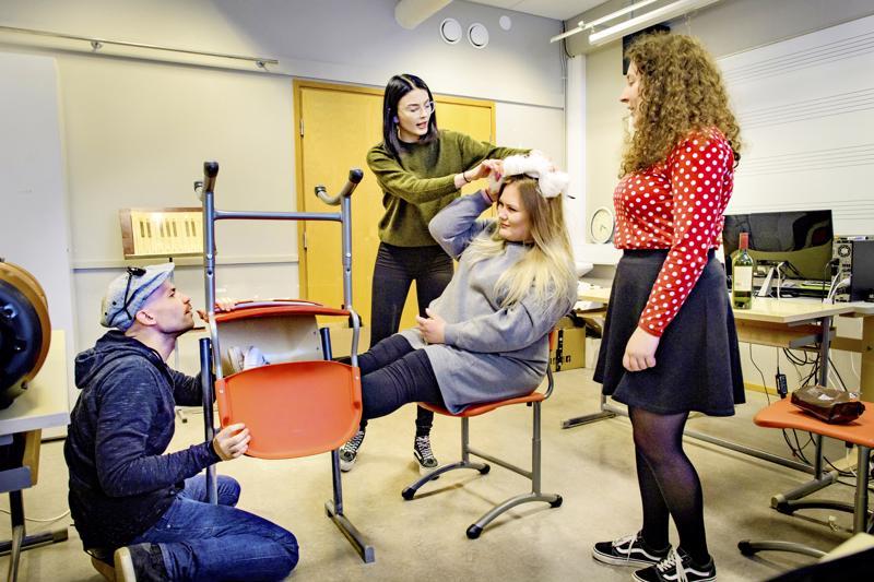 Ohjaaja Vesa Kivinen on ohjannut aikaisemminkin opiskelijoita mm. viime keväänä Kerettiäisoopperassa.
