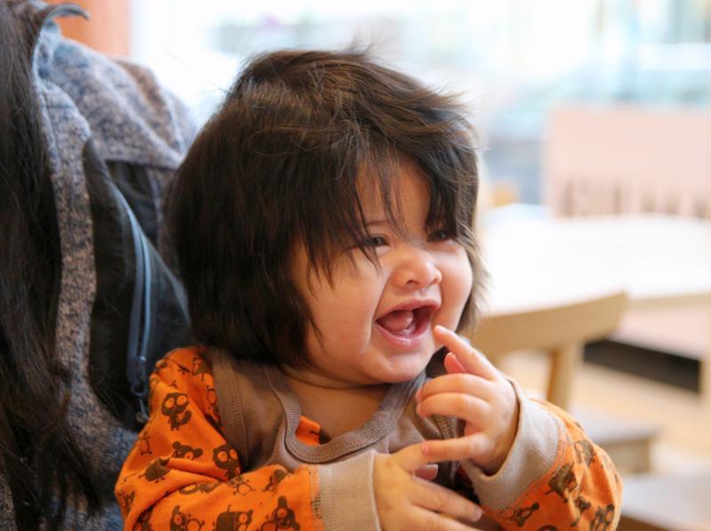 Viisi kuukautta vanhalla Dua Olivialla on komea hiuspehko.