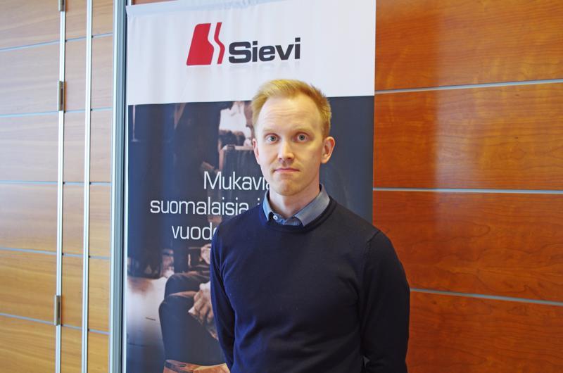 Henkilöstöpäällikkö Ilkka Jokinen houkutteli väkeä Sievin Jalkineelle.