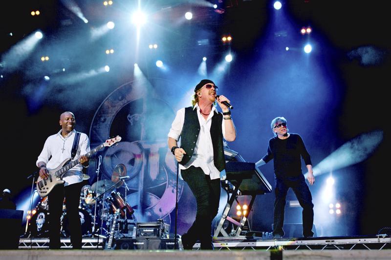 Kalifornialainen hittitehdas Toto keräsi kesällä 2013 Pietarsaaren Keskuskentälle lähes 10  000 -päisen yleisön.