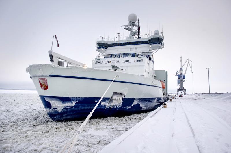 Jäänmurtaja Otso Kokkolan syväsatamassa.