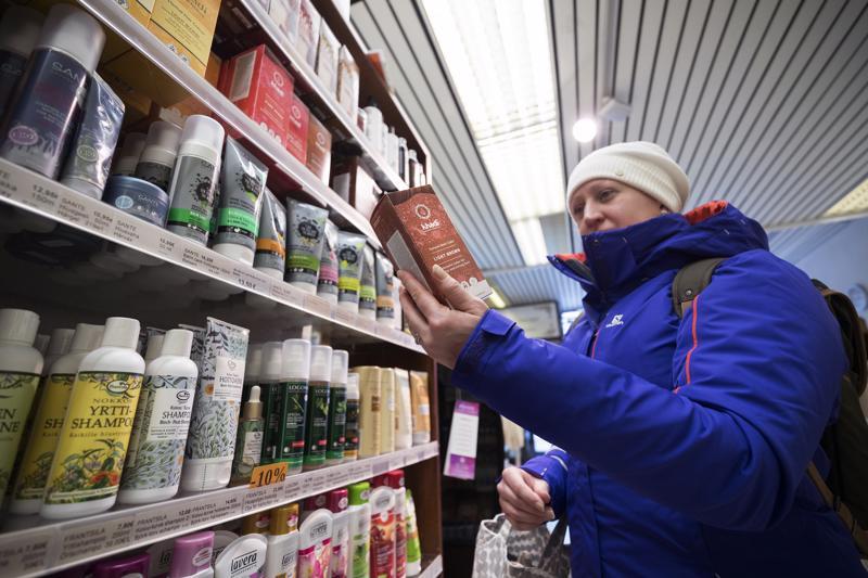 Luonnonkosmetiikka ja eläinkokeettomuus ovat tärkeitä Mia Aholle. Hän ei osta ihonhoitotuotteita marketeista, vaan asioi mielellään ekokaupoissa.