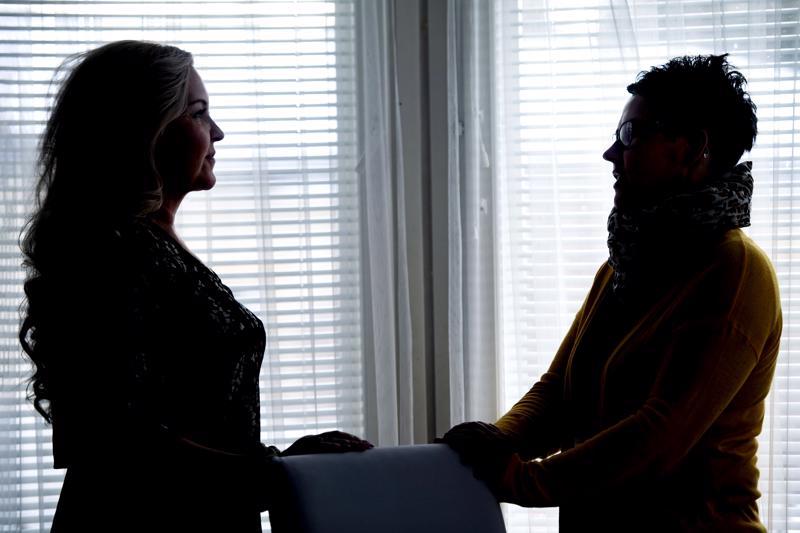 –Vaikka sitä kuinka ajattelee, että minä pärjään, niin kyllä se vertaistuen merkitys on silti korvaamaton, toteavat migreenistä kärsivät Susanna Lindholm ja Marika Hyry-Andersson.