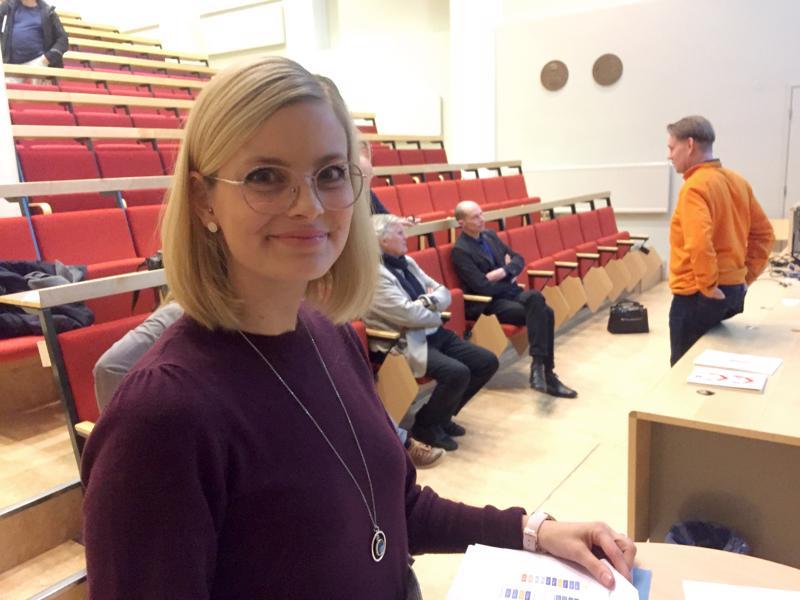 Varhaiskasvatusjohtaja Matilda Engström piti tiedotustilaisuuden vanhemmille.