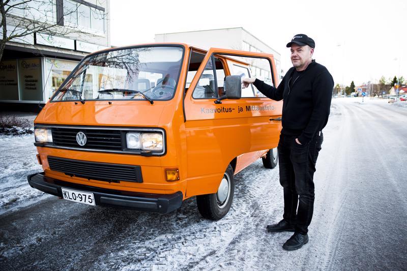 Juha Peltomaa ei näe mitään syytä, miksi Volkkari pitäisi päivittää nykyaikaisempaan autoon. Työtehtäviinsä se sopii täydellisesti.