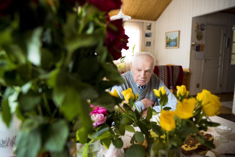 90-vuotiaan Jaakko Vuolteenahon ajo-oikeutta jatkettiin vasta viidellä vuodella. Osan merkkipäiväkukistaan hän sai jo viime viikonloppuna.