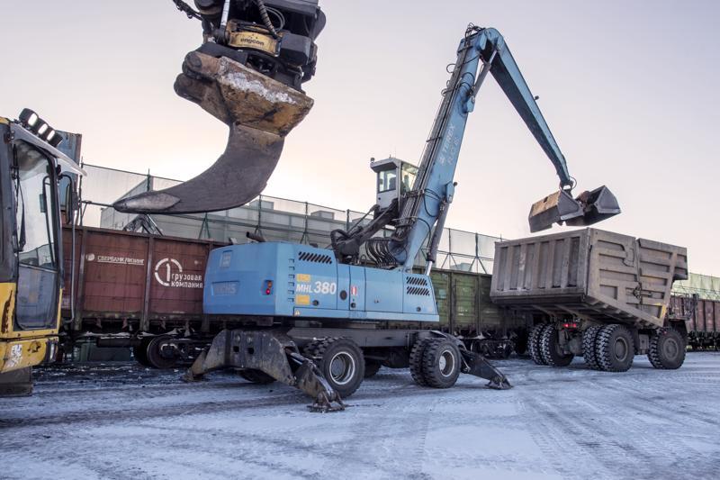 Rauta ja hiili eivät näytä mahtuvan samaan aikaan Kokkolan satamaan. Rautaa laivaavan Rauanheimon mukaan kivihiili aiheuttaa pölyriskin ja satama ja kaupunki taas puoltavat kivihiilen merkittävää käsittelyä  Ykspihlajassa.