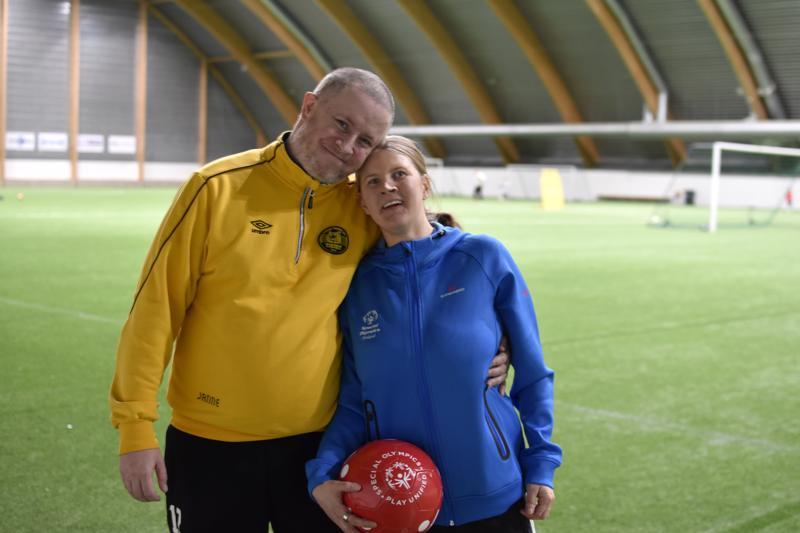 Sami Kippo ja Henna-Maria Korpijärvi ovat innokkaita liikkumaan ja seuramaan urheilua.