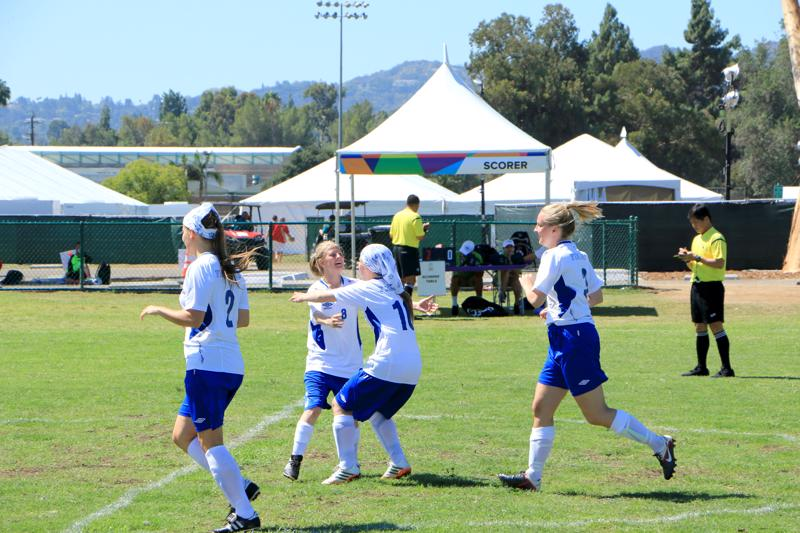 Viimeksi Spcial Olympics -kesämaailmakisat käytiin Los Angelesissa. Henna-Mari Korpijärvi (numero 8) tuulettamassa maalia muun joukkueen kanssa.