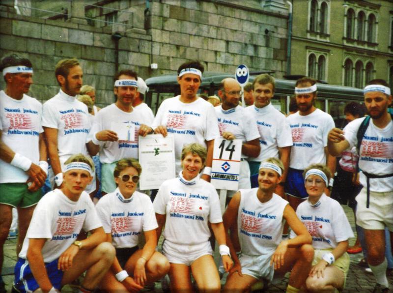 Suomi juoksee -viestin porukkaa perillä Helsingissä vuonna 1988.