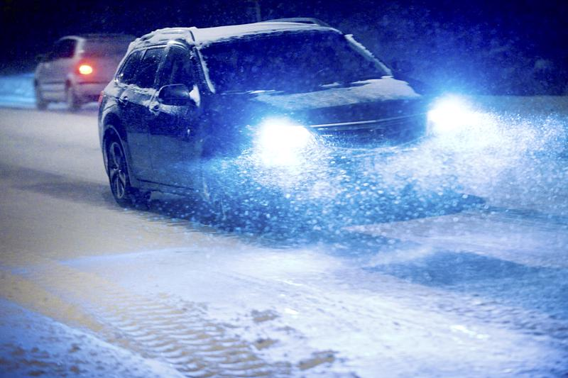 Lumisade ja pöllyävä lumi aiheuttavat huonon ajosään ympäri Pohjanmaata.