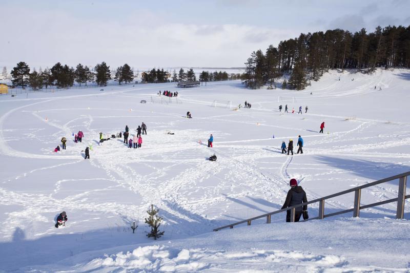 Talviriehaa vietettiin Ravintola Dyynin ja Herrainpakkojen alueella.