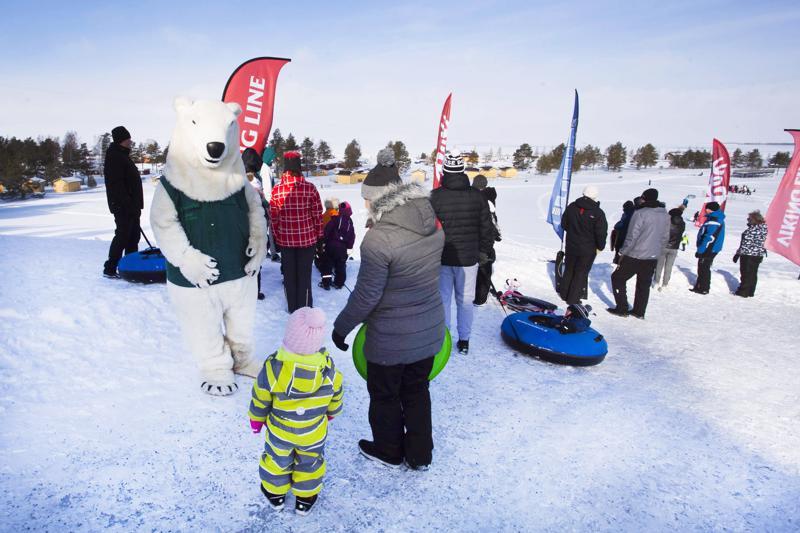 Ranua Zoon Jonne Jääkarhu viihdytti lapsia.