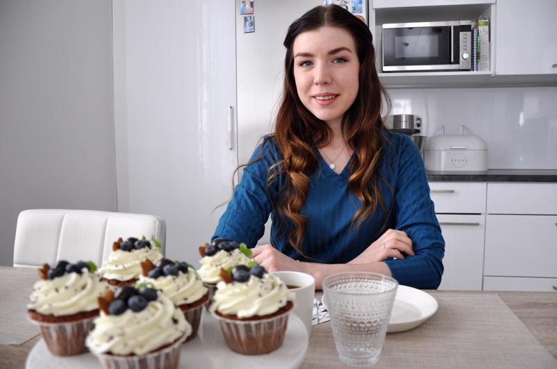 Tuorejuustolla kuorrutetut, mustikoilla ja manteleilla koristellut muffinssit olivat Natalia Kudzhievan valmistamat maanantain herkut.