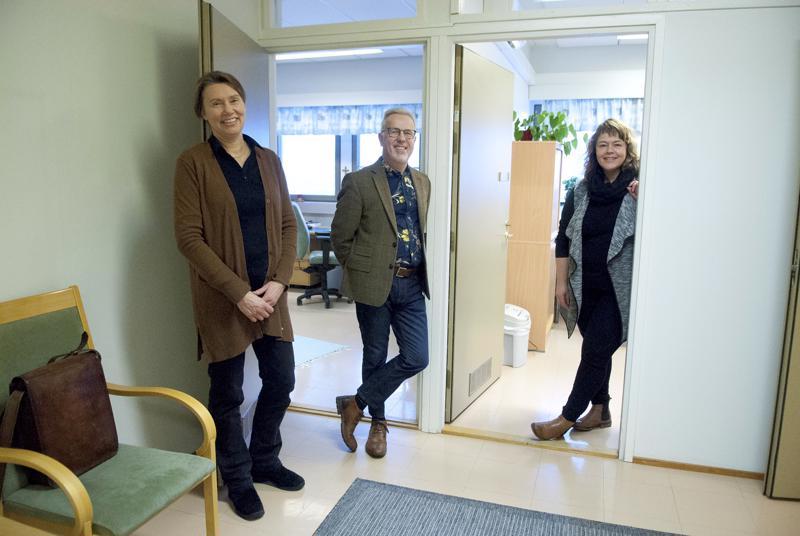 Tässä hiippakunnassa käytetään hyvin perheneuvontapalveluita, kiittelee Keski-Pohjanmaan perheasian neuvottelukeskuksen Seppo Viljamaa. Hänen lisäkseen neuvottelukeskuksessa työskentelevät perheneuvojat Ann-Marie Granholm ja Hanna Byskata, sekä vastaanottosihteeri Carina Holm (ei kuvassa.)