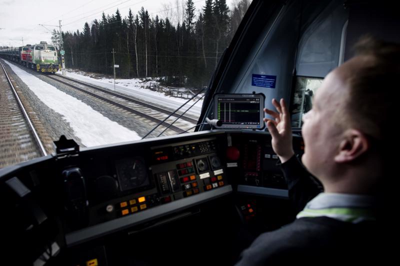 Kuka ohjaa vaalijunansa vaalivoittoon. Oulun vaalipiirin kaikki puolueet ovat ajaneet yhdessä kaksoisraidetta Ylivieskaan. Jatkossa junaliikennettä halutaan joustavoittaa ja nopeuttaa aina Ouluun saakka.