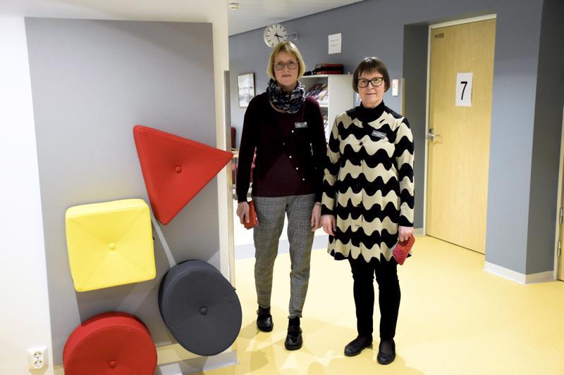 Malmin sairaalan ensimmäisestä kerroksesta löytyy nyt äitiys- ja lastenneuvola. Kuvassa Pietarsaaren sairaalan hoitotyön päällikkö Lis-Marie Vikman (vas.) ja ylihoitaja Riitta Lönnback.