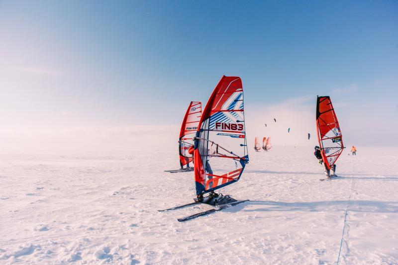 Talvisurffauskisoilla on pitkä perinne Kalajoella.