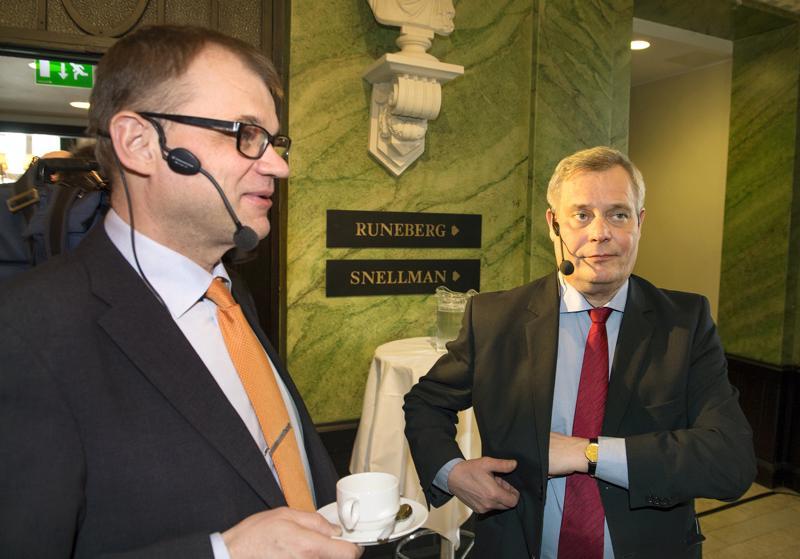 Pääministeri Juha Sipilä otti yhteen gallupkärjessä olevan sdp:n puheenjohtajan Antti Rinteen kanssa Ylen vaalitentissä. Arkistokuva.