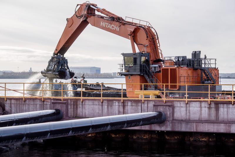 Kokkolan satamasta merelle johtavaa väylää syvennetään, jotta maailmalle saadaan yhä suurempia laivalasteja. Syväväylän kehittäminen on ollut kaikkien puolueiden listalla.