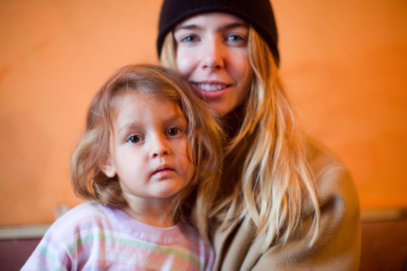 Stacey Dooley tapaa köyhiä perheitä, joiden lapset on otettu huostaan valtion karuihin laitoksiin.