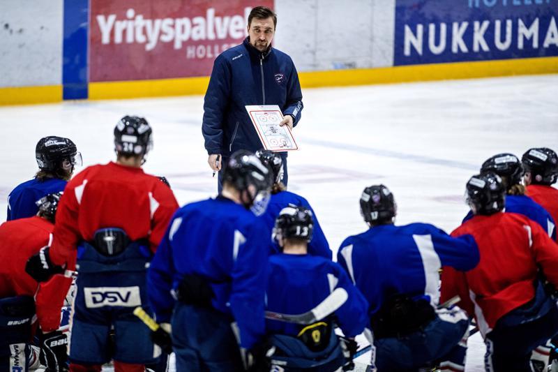 Janne Tuunasen valmentama Hermes aloittaa huomenna Mestiksen puolivälieräsarjan KeuPa HT:ta vastaan. - Siitä lähdetään, että pelit jatkuvat myös tämän kierroksen jälkeen, Tuunanen sanoo.