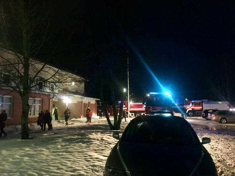 Nivalassa pelastuslaitos kävi tarkastamassa maanantai-iltana koulurakennuksen, kun savunhajua levisi alueella.