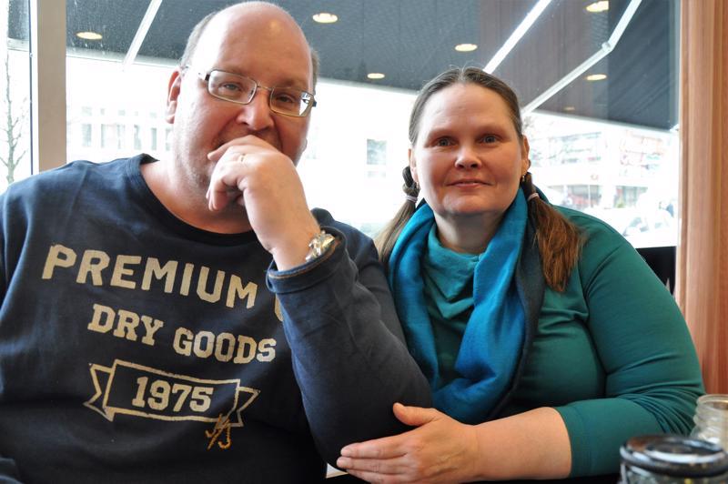 Marja Savela ja Timo Joki vannovat kauden kasvisten ja lähiruoan nimeen.