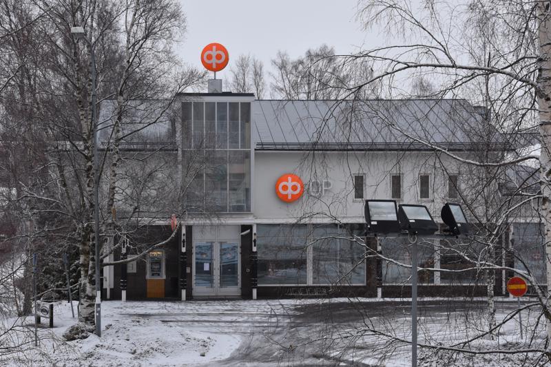 OP Kannuksen ylimääräisessä yhtiökokouksessa maanantai-iltana hyväksyttiin pankin hallituksen esitys yhdistymisestä OP Suomenselän kanssa. OP Suomenselän edustajisto hyväksyi yhdistymisen kokouksessaan viime viikolla. Uusi pankki aloittaa toimintansa marraskuun alussa.