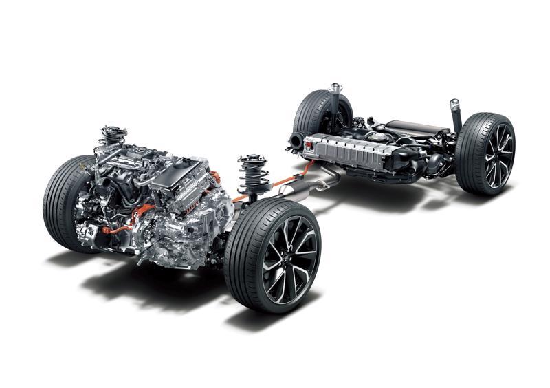 Hybridijärjestelmän ajoakku on sijoitettu takaistuimen alle. 2-litraisessa on nikkelimetallihydridiakku ja 1,8-litraisessa litiumioniakku.