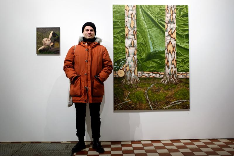 Joel Slotten näyttely Galleria Huudossa oli menestys. Kuvassa teokset Kevään ensimmäinen kärpänen ja Maisema 1.