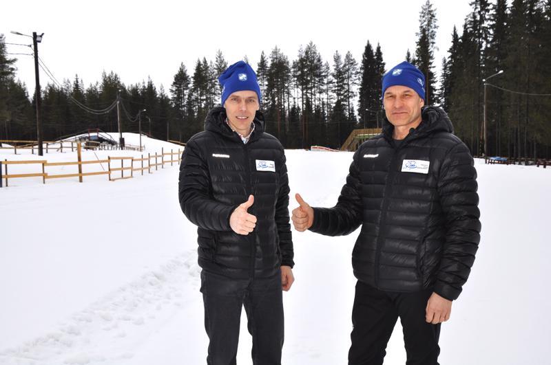 Timo Seppälä ja Tapani Keskitalo toivottavat kaikki tervetulleeksi Someron hiihtokeskukseen seuraamaan nuorten SM-hiihtoja. -Paikalla ovat lähes kaikki Suomen huiput, ja onhan kisojen seuraaminen paikan päältä aina myöskin elämys.
