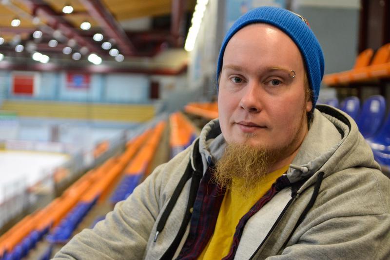 Freelancer-videokuvaajana toimiva Ville Viitamäki toteaa, että urheilukiinnostuksesta on hyötyä hänen työssään, sillä siten hän osaa paremmin seurata tilanteita katsojan näkökulmasta.