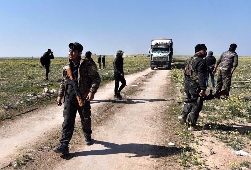 Yhdysvaltojen tukemat SDF-joukot kukistivat Isisin viimeisen tukikohdan Syyriassa. SDF-joukkoja Baghouzin kylän lähellä helmikuussa.