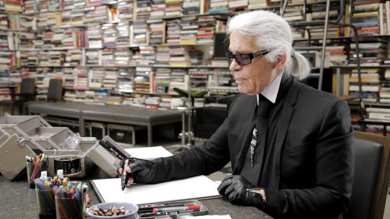 Karl Lagerfeld kertoo dokumentissa inhonneensa jo lapsena kaikkea tavanomaista. Halusin jo silloin ja edelleen olla erilainen,