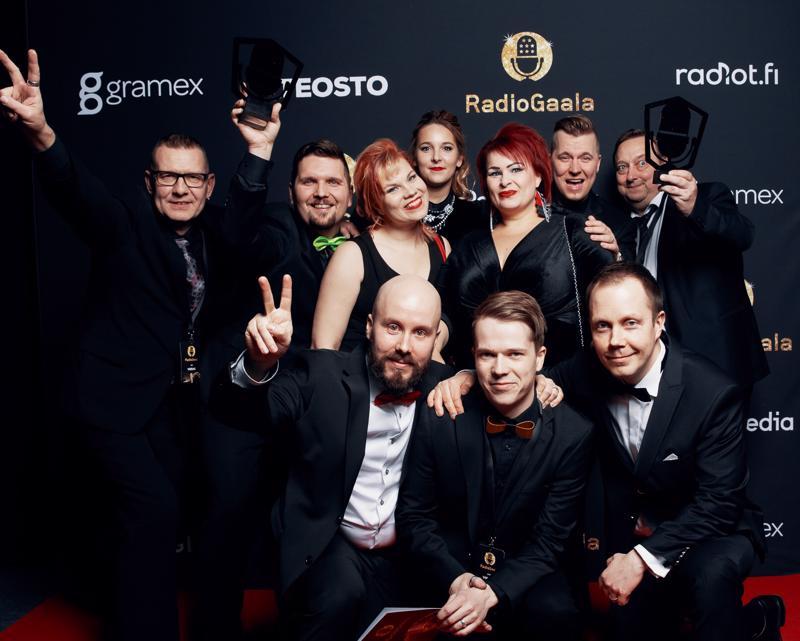 Raahelainen paikallisradio Radio Pooki sai RadioGaalassa kaksi palkintoa: vuoden paikallisradion ja vuoden paikallisradiojuontajan palkinnon, jonka pokkasi Ari Kettukangas. Kettukangas puuttuu kuvasta, sillä hän oli RadioGaalan aikaan keikalla.