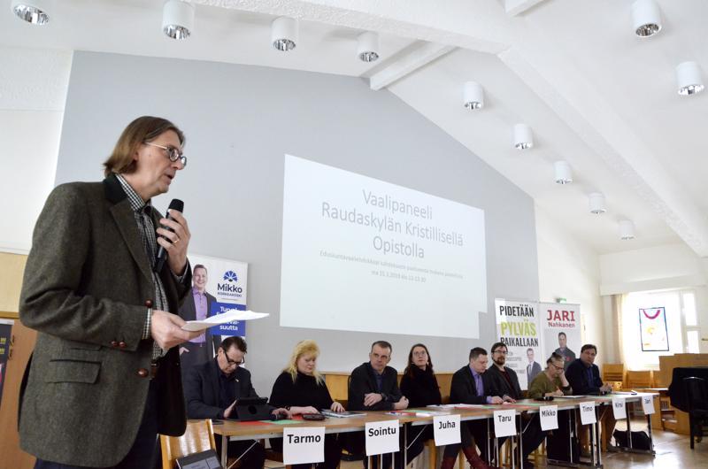 - Tällaisia vaalipaneelikeskusteluja on opistolla järjestetty ainakin neljä kertaa, rehtori Jukka Hautala kertoi.
