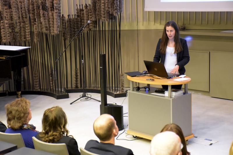 Tutkija Anna Laiho kertoi, että Pietarsaari menettää muuttotappion myötä lähes miljoona euroa vuodessa. Sen verran enemmän poismuuttajat tienaavat tulijoihin verrattuna.