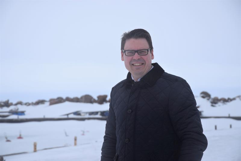 Kalajoen Hiekkasärkät Oy:n toimitusjohtajan Janne Anttilan kertoo, että Marinan satamaan suunniteltuja erityiskohteita ovat aallonmurtajan päälle hahmotellut tyrskymajat, sekä majakkarakennus kattoravintoloineen ja eksoottisine majoitustiloineen.