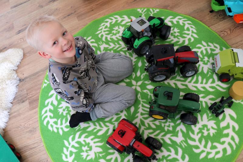 Armas Patanalla riittää leikkitraktoreita.
