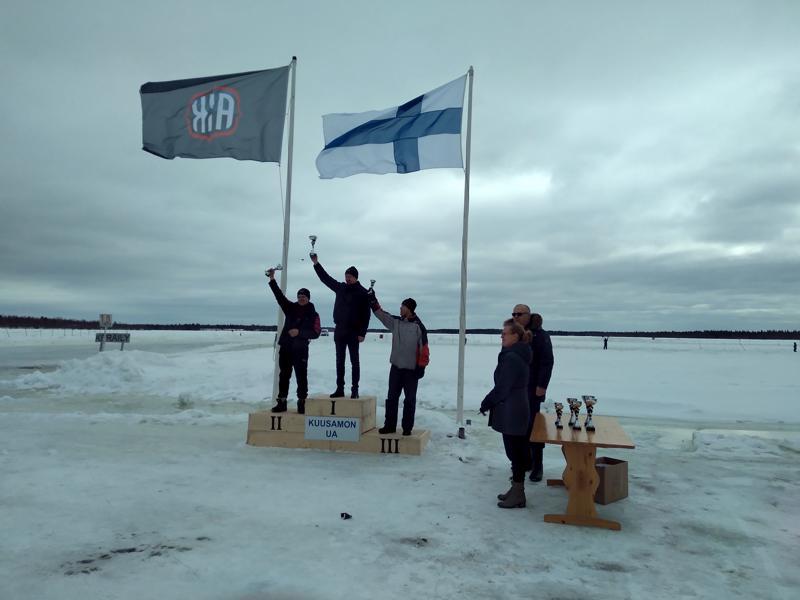 Tero Kivipelto voitti sunnuntaina jäärata-ajon SM-kilpailun viimeisen osakilpailun erikoisliukuesteluokassa.