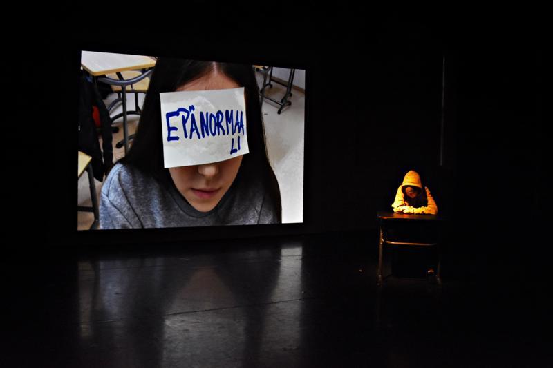 Näytelmään sisältyy myös yläkoululla kuvattu video, unijakso pahimmista painajaisista.