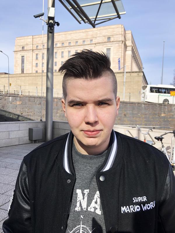 Sinisten järjestösihteerinä ja eduskuntaryhmän ryhmäavustajana työskentelevä Suvi Viinala lähti ehdokkaaksi kokeilumielellä.