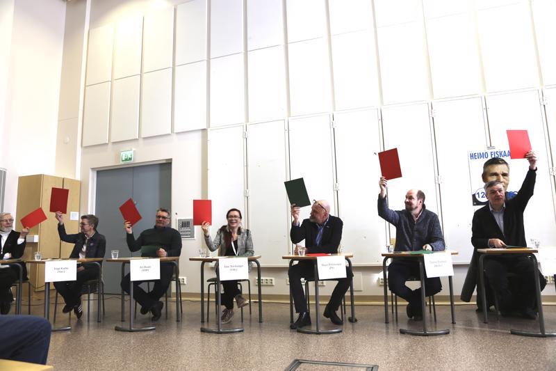 Oliko ennen kaikki paremmin, kysyttiin ehdokkailta. Vihreää näyttivät Mauri Nygård, Virpi Karhu, Ari Huuki, Anni Teerikangas, Tuomo Puumala ja Heimo Fiskaali. Mauri Peltokangas uskoo vanhoihin hyviin aikoihin.