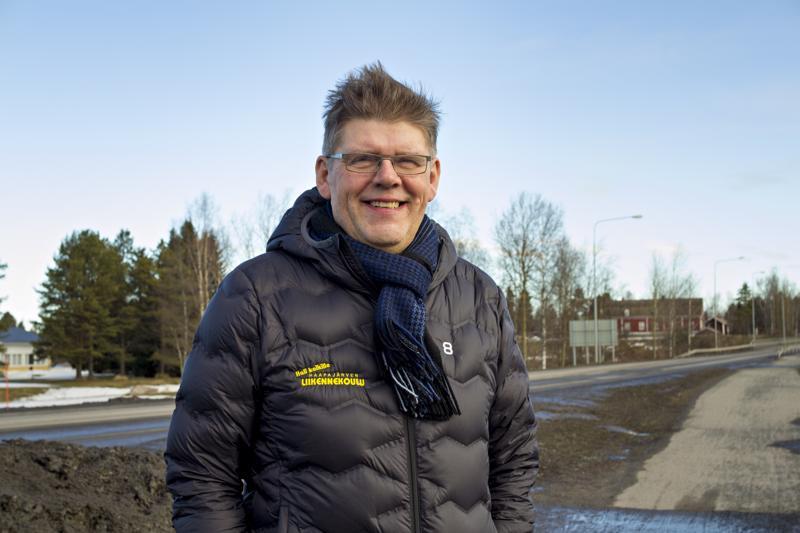 Ajo-opettaja ja liikennekouluyrittäjä Juha Tanhualalla on alalta 30 vuoden kokemus.